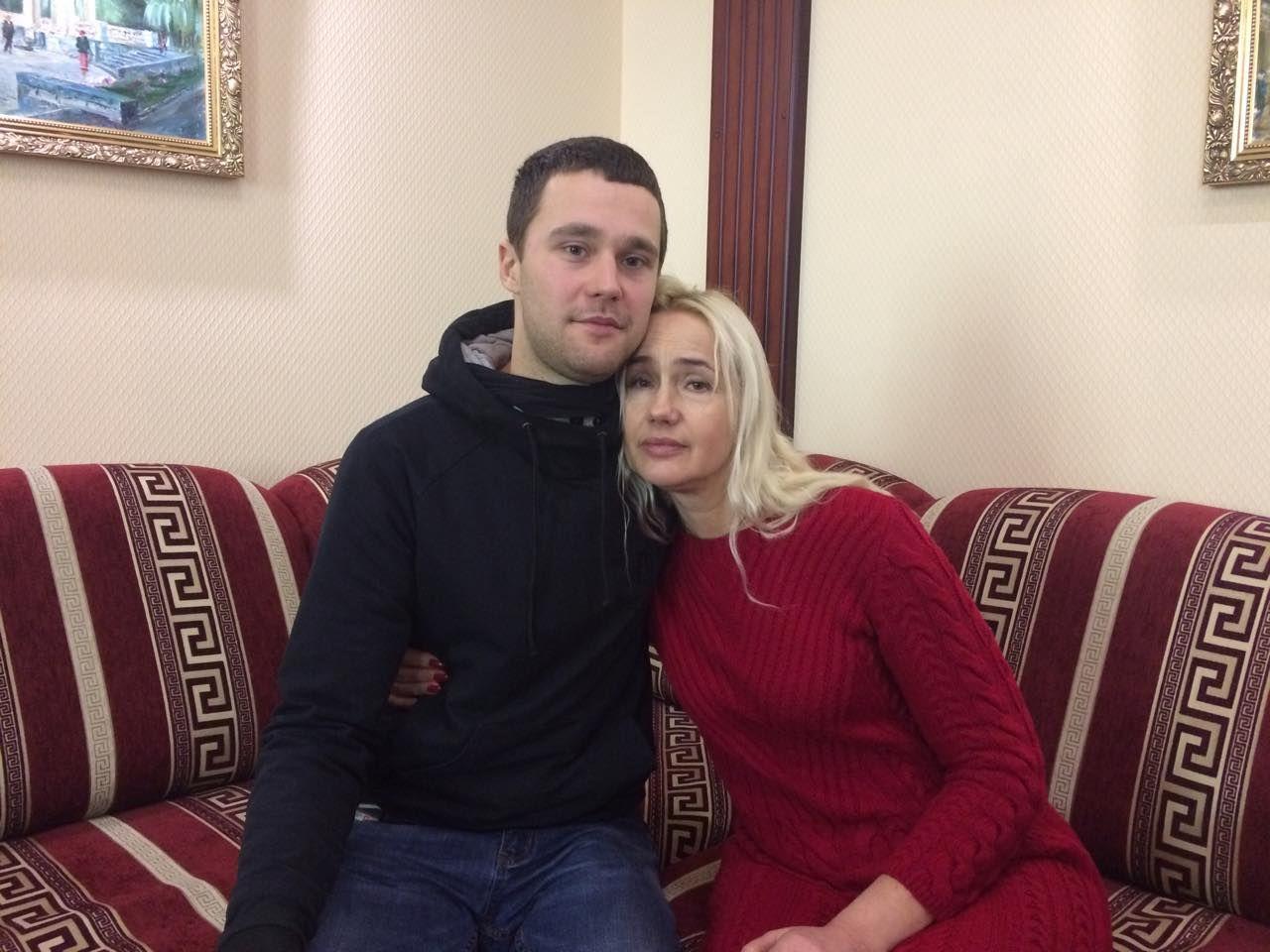Дмитро Романько з мамою, ФСБ, Крим_1