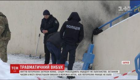 На ступенях аптеки в Харькове разорвалась граната, пострадала бабушка с внуком