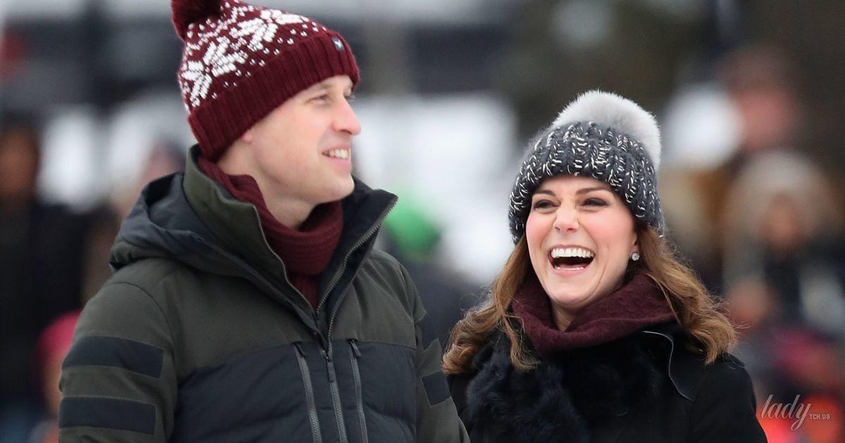 Кембриджи прилетели в Швецию: герцогиня в пальто за 3500 долларов и забавной шапке с помпоном