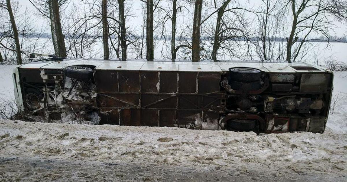 На Харьковщине перевернулся автобус: есть пострадавшие