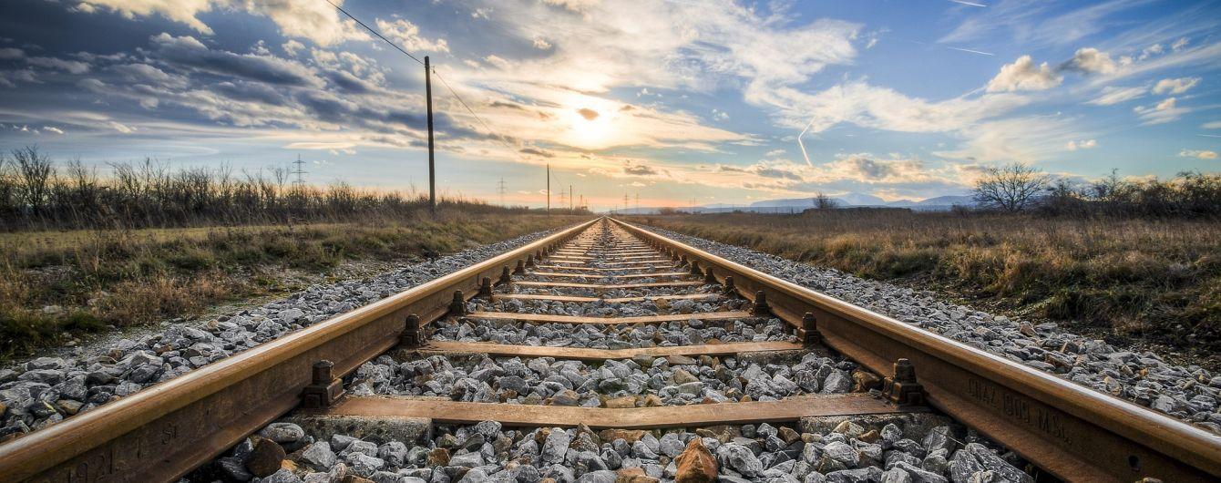 В Черновицкой области поезд переехал мужчину, который лежал на пути