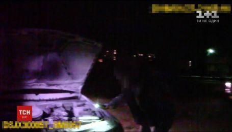 В Сумах патрульные спасли жизнь водителю, машина которого загорелся во время движения