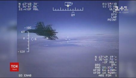 В Сети появилось видео приближения российского истребителя до самолета США