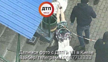 В Киеве на Троещине женщина выбросилась с 12 этажа жилого дома - СМИ