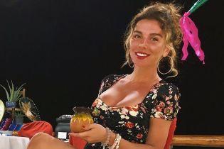В откровенном мини-платье и с красивым загаром: Анна Седокова продемонстрировала новый образ