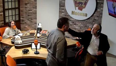 В Кремле объяснили драку между журналистами в прямом эфире