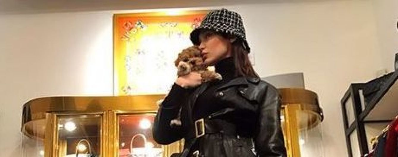 Без бюстгальтера: стилист Беллы Хадид сфотографировала ее в раздевалке