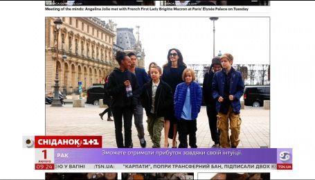 Анджелина Джоли вместе с детьми встретилась с первой леди Франции