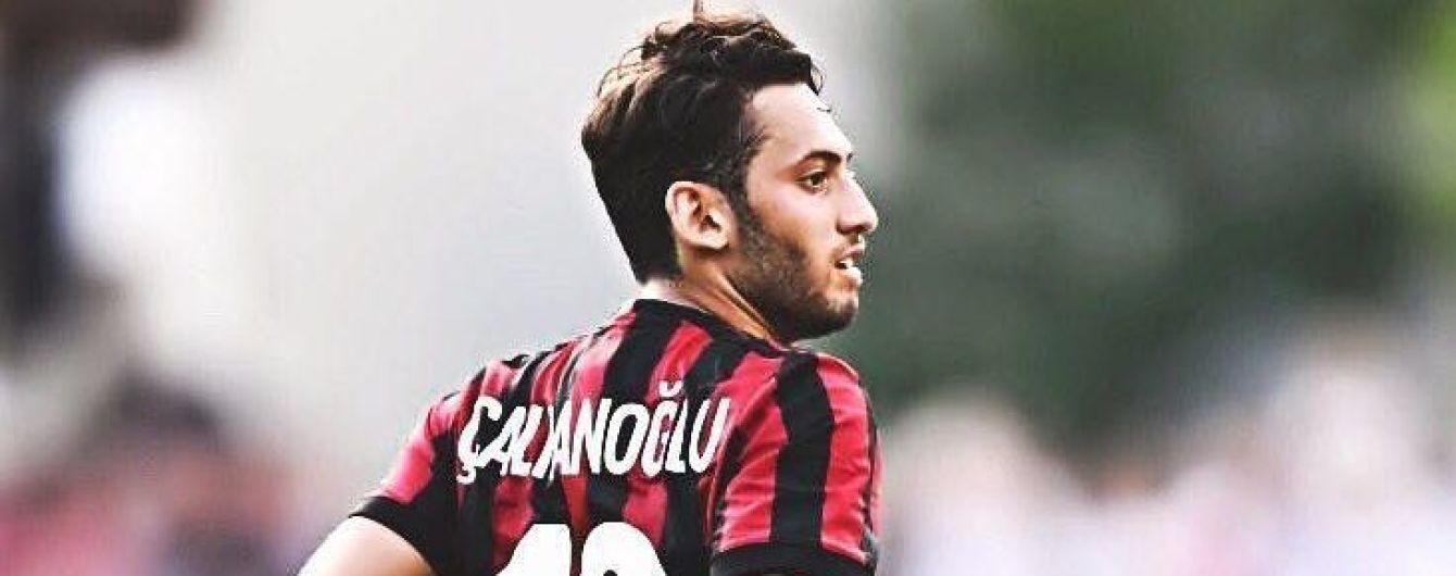 Турецкий футболист в матче Кубка Италии допустил безумный промах, от которого сам схватился за голову