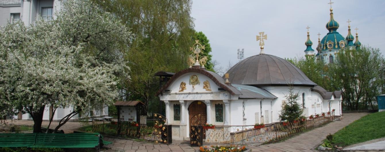 """КГГА уберет с территории Десятинной церкви все незаконные сооружения, кроме """"часовни"""" Московского патриархата"""