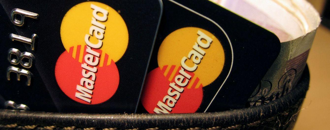 В оккупированном Крыму последний банк перестал обслуживать карты Visa и MasterCard