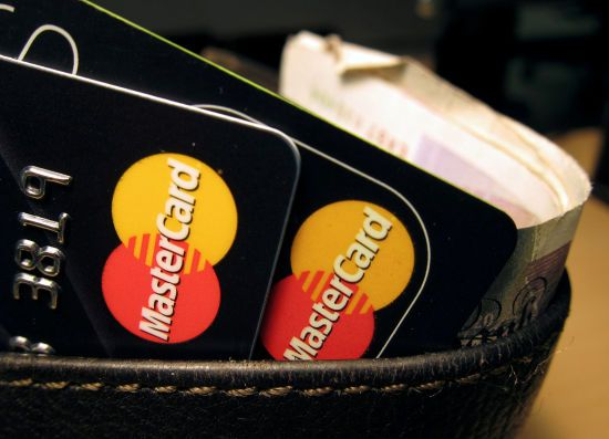 Сектор торгівлі в Україні зобов'яжуть приймати безготівкові платежі