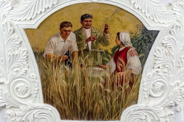 """Реставрація фресок на станції метро """"Київська"""" у Москві"""