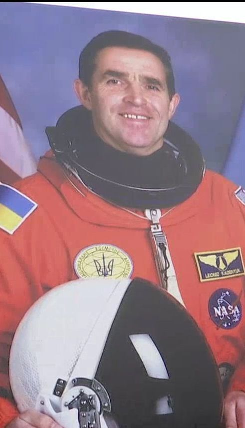 У Києві попрощались з легендарним українським космонавтом Леонідом Каденюком