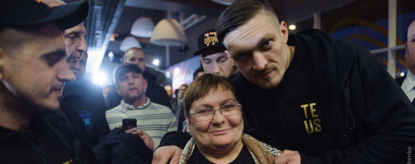"""""""Сынок, ну сколько можно"""" - мама Усика со слезами на глазах эмоционально отреагировала на победу сына"""
