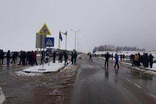 Протестующие заблокировали два пункта пропуска на границе с Польшей