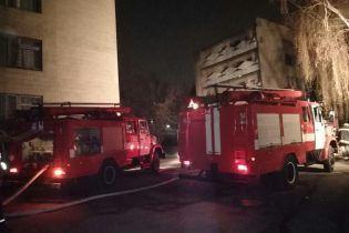 Київські пожежники влаштували пікет проти безвідповідального паркування машин