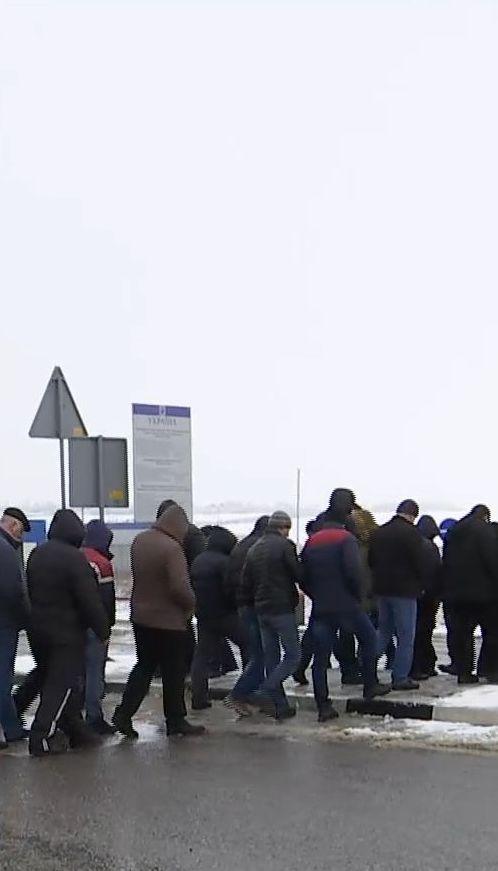 Протестувальники заблокували дорогу на кордоні зі Львовом через зміни у Податковому кодексі