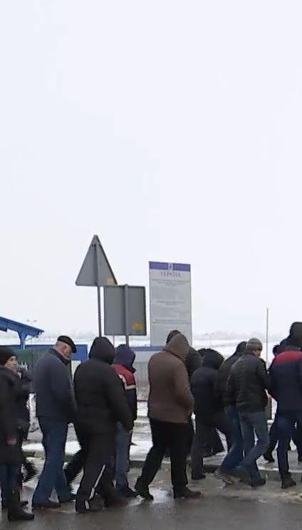 Протестующие заблокировали дорогу на границе со Львовом из-за изменений в Налоговом кодексе