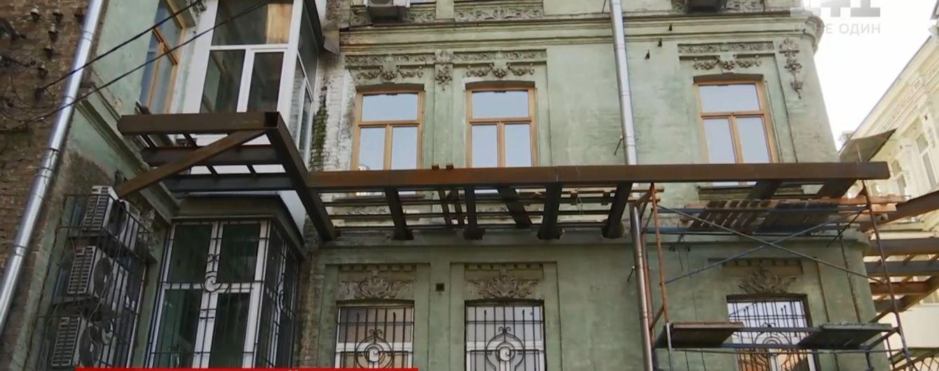 Родственник министра-беглеца из правительства Азарова испортил памятник архитектуры в центре Киева