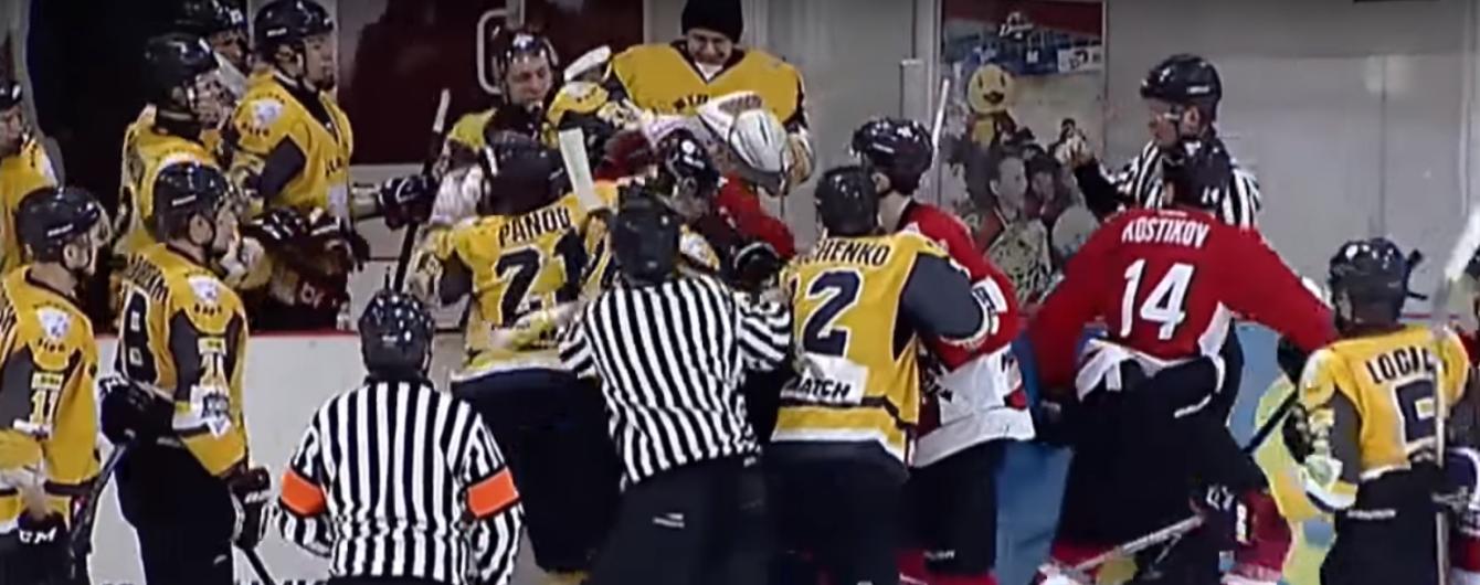 У чемпіонаті України з хокею сталася масова бійка між лідерами турнірної таблиці