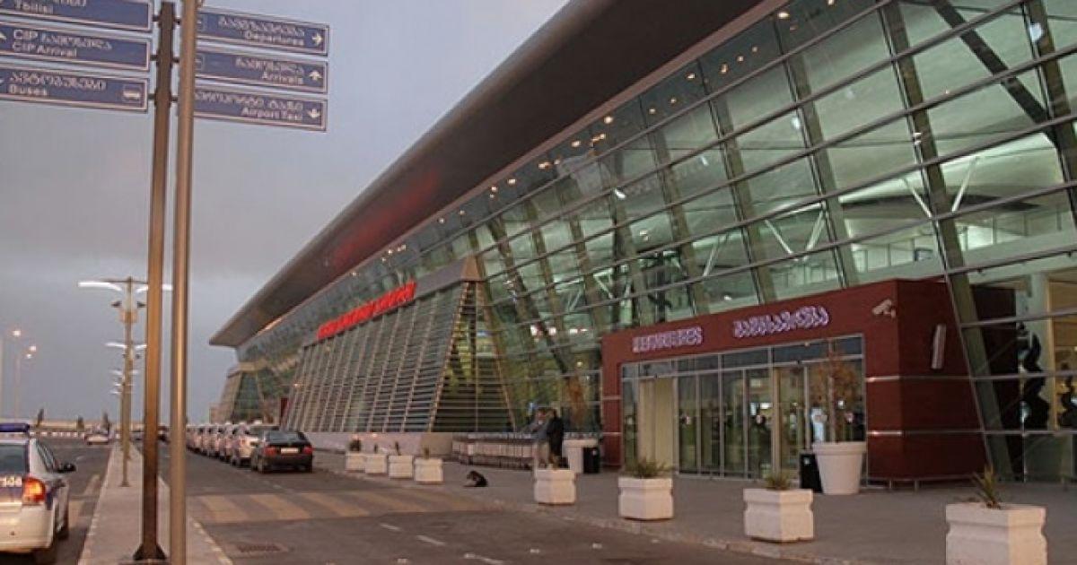 В Тбилиси украинский самолет с 132 пассажирами совершил жесткую посадку – СМИ