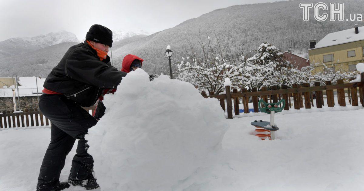 Іспанію засипало снігом