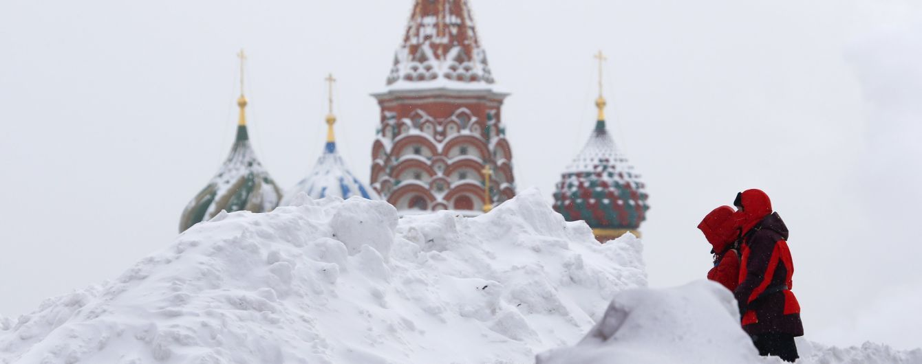 """Снігопад у Москві пошкодив майже 20 літаків """"Аерофлоту"""""""