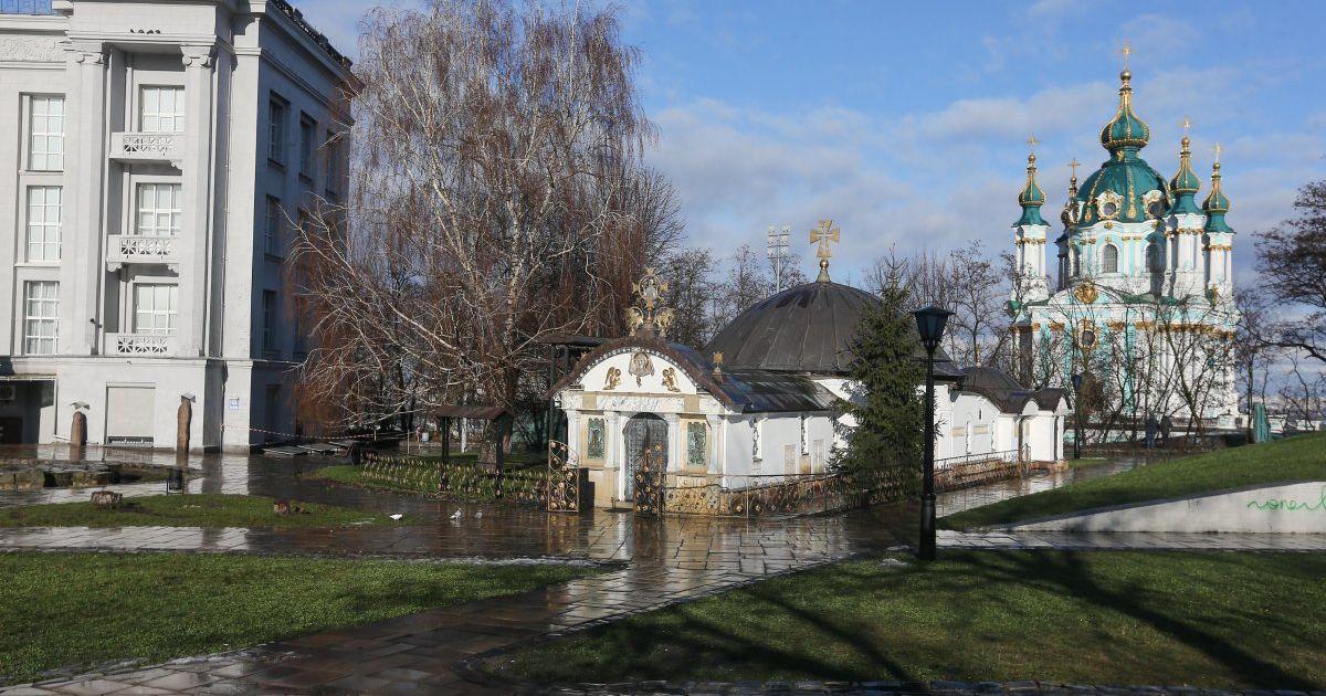Минкультуры назвало часовню возле руин Десятинной церкви незаконной и инициирует судебный иск