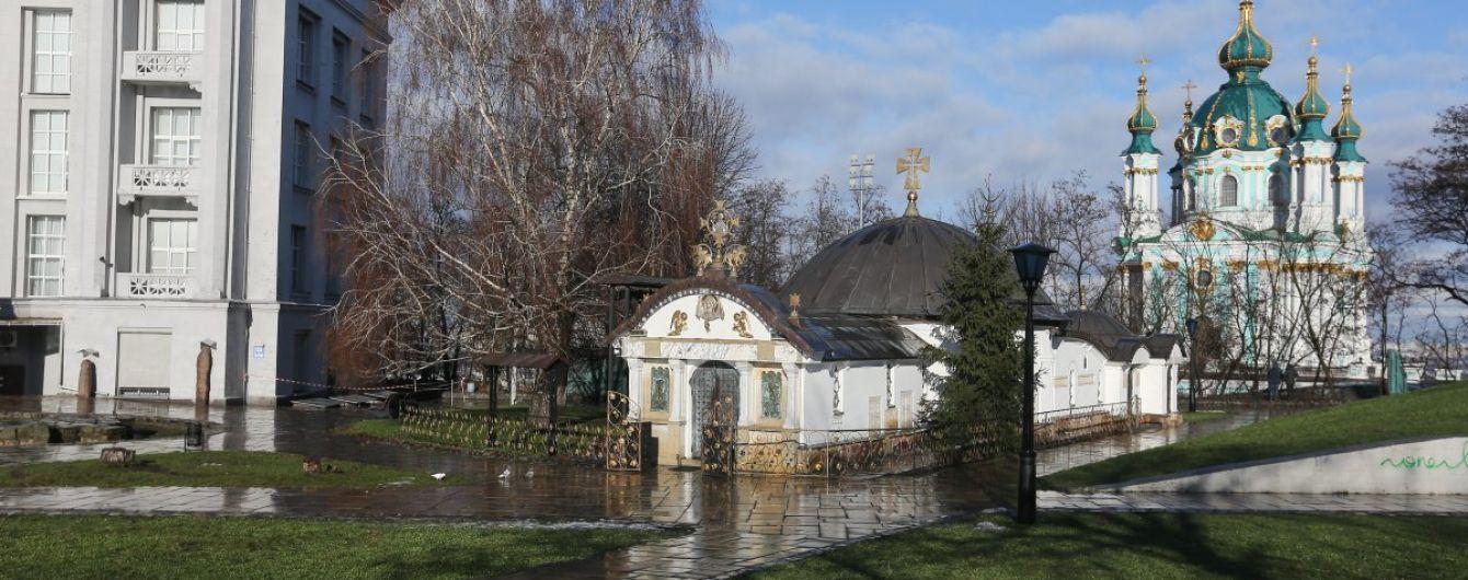 Профільна комісія Київради підтримала петицію про знесення каплиці УПЦ МП біля музею історії