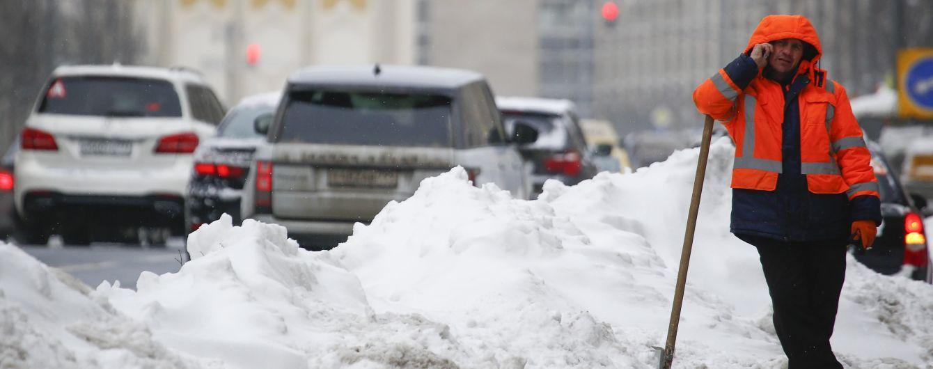 Москвичи забрасывают яйцами дворников и обстреливают из травматического оружия снегоуборочную технику – мэрия