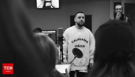 """MONATIK показал, как готовился к """"Viva! Самые красивые-2018"""" с участниками """"Голосу.Діти"""""""