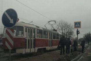 В Харькове 15-летний парень чудом выжил после наезда трамвая