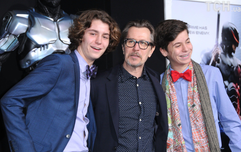 Гері Олдмен з синами та Доня Фіорентіно_3