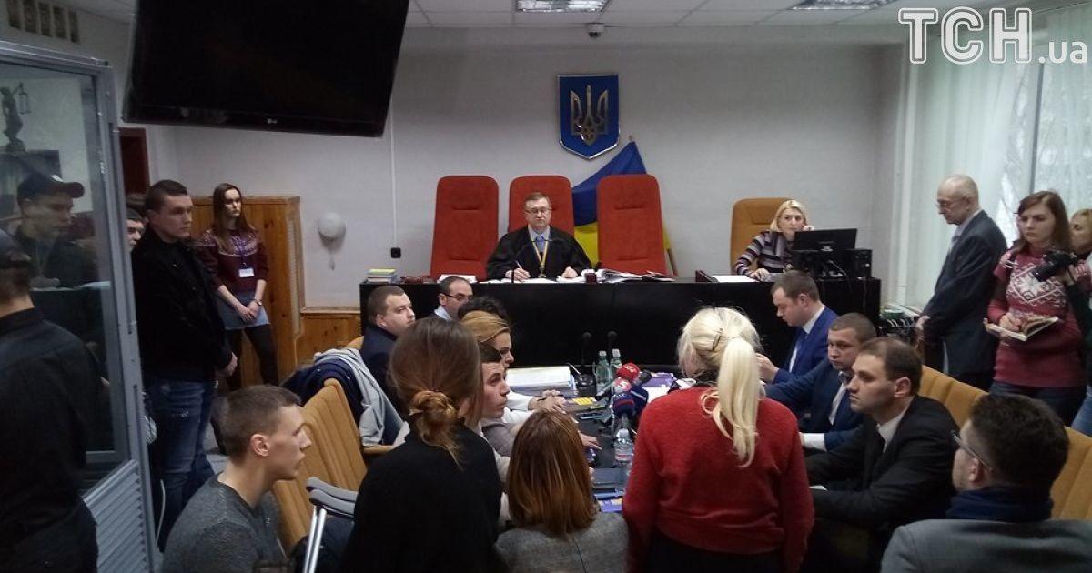 На суді Зайцеву та Дронова посадили разом на місце для обвинувачуваних