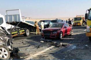 У масштабній ДТП в ОАЕ зіштовхнулися 44 автомобіля та постраждали 22 людини