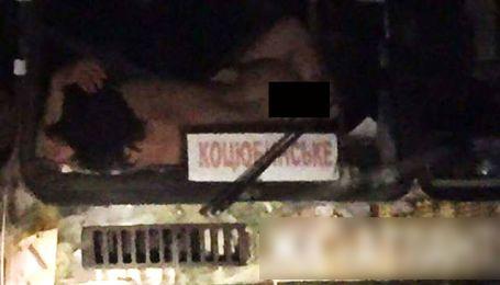 Горячая поездка: на Киевщине сфотографировали любовников, которые занимались сексом в маршрутке