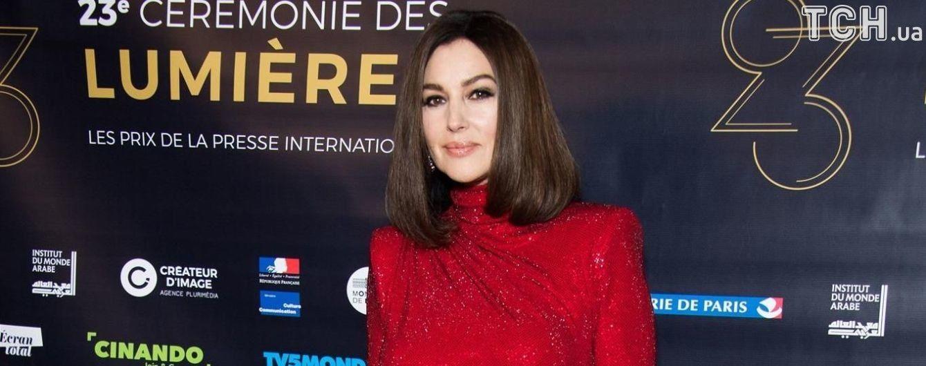 Розкішна 53-річна Моніка Беллуччі приголомшила своєю появою на червоній доріжці