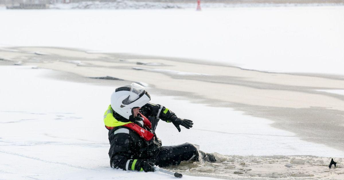 В Эстонии под лед провалился автобус: есть погибшие