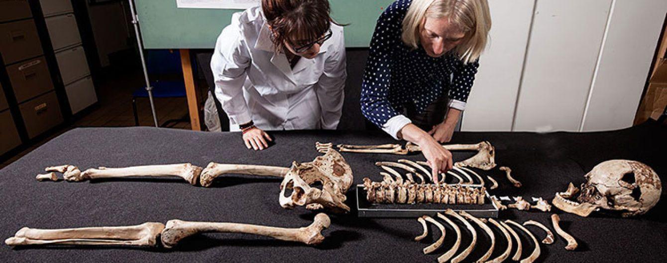Темна шкіра й кучеряве волосся: учені виявили, якими були перші британці