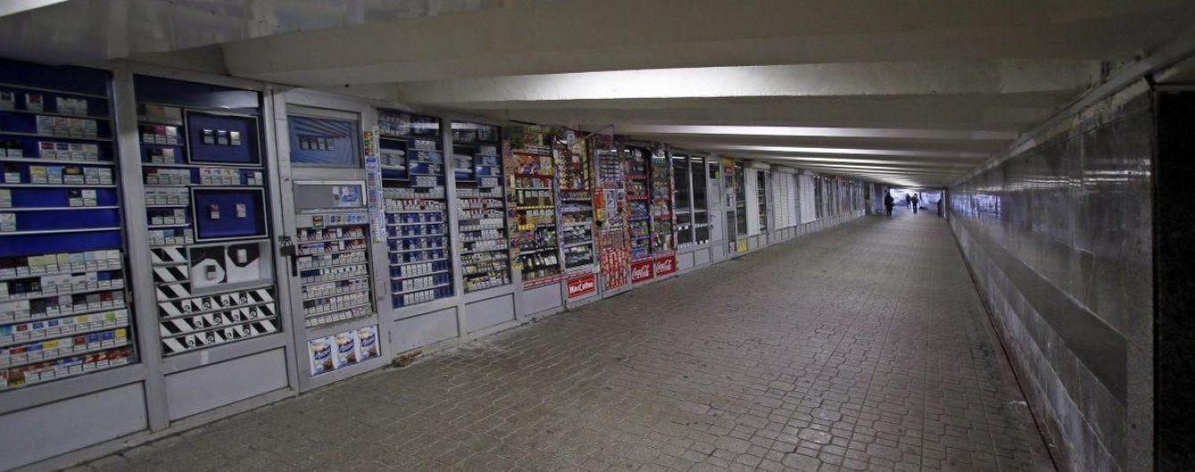 Продавці з МАФів під Майданом збирають речі: заявляють про знесення кіосків