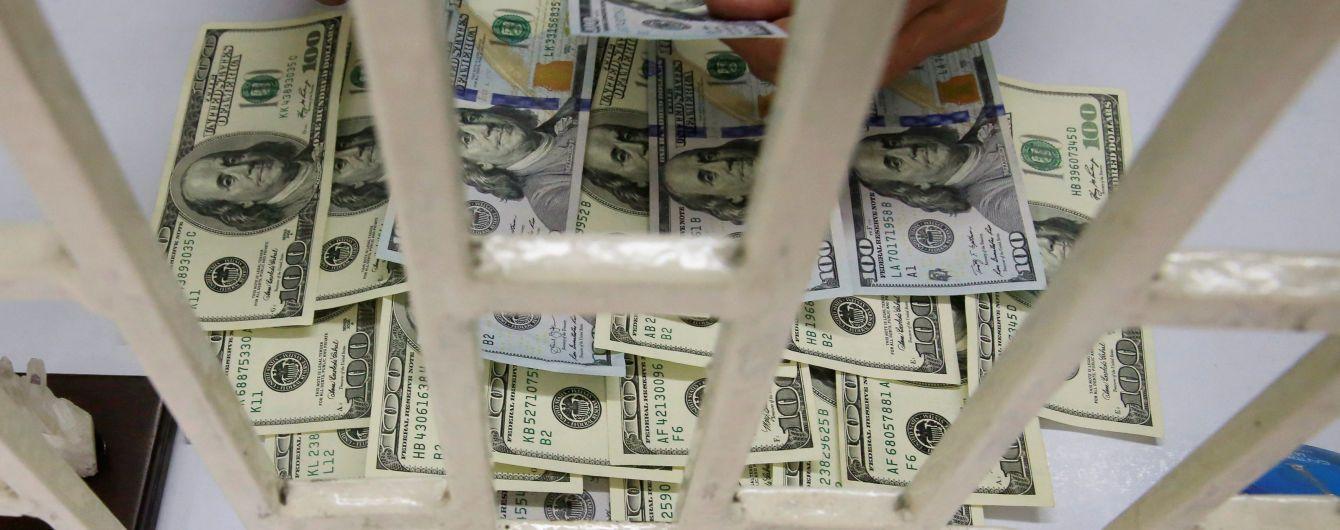 Долар здорожчає, а євро здешевшає у курсах валют від НБУ на 30 липня