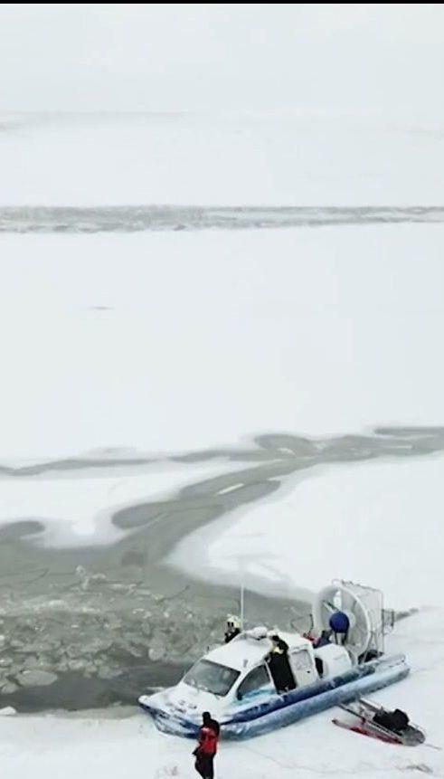 Мікроавтобус із пасажирами провалився під лід у море в Естонії, є загиблі