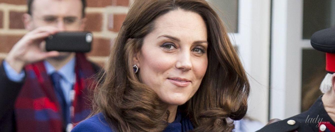 Чудо, как хороша: беременная герцогиня Кембриджская на открытии лечебного центра