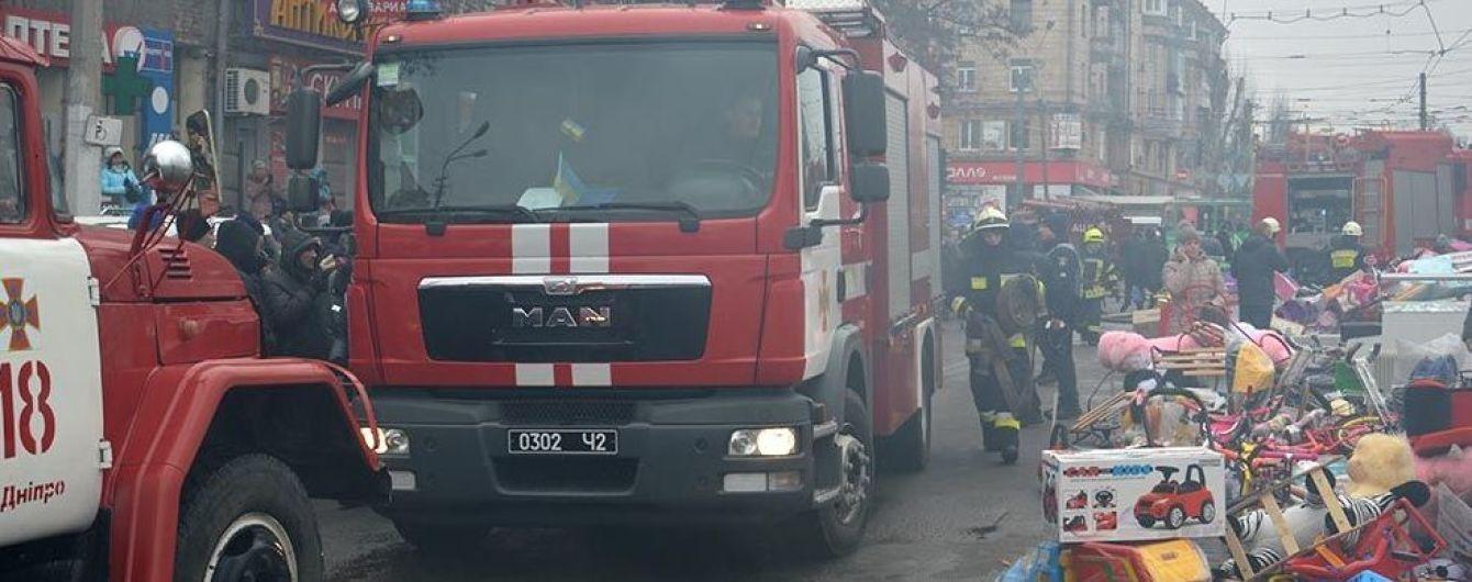 У центрі Дніпра вщент згоріли кіоски