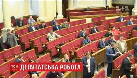 Робота парламенту зупинилась через відсутність близько трьох десятків нардепів