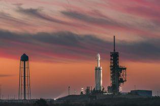 Маск підписав військовий контракт на Falcon Heavy з супутником
