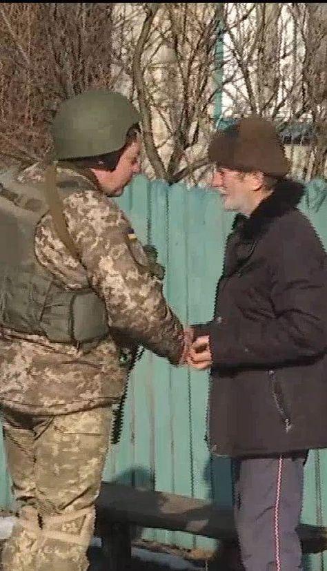 Несмотря на освобождение Катериновки от боевиков, солдаты продолжают защищать селян от обстрелов