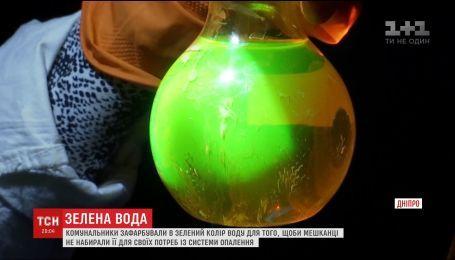 Жителей Каменского напугала зеленая вода в батареях