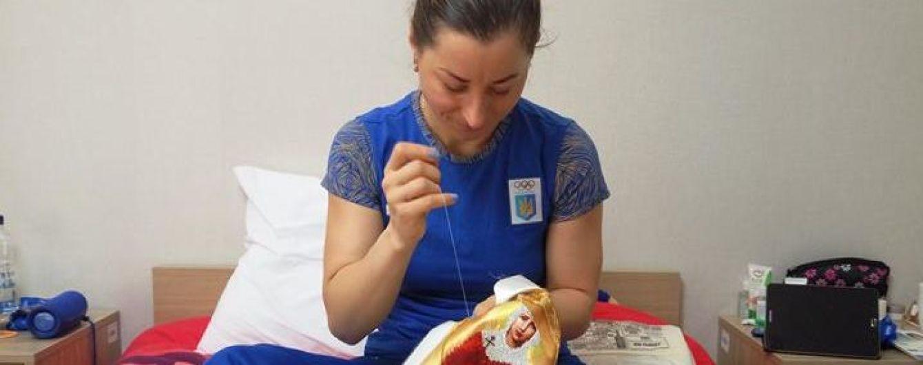 Одна из лидеров сборной Украины по биатлону вышивает иконы перед выступлением на Олимпиаде-2018